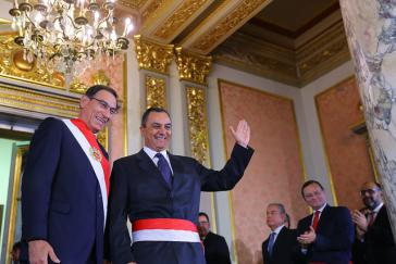Präsident Vizcarra und Finanzminister Oliva bei der Vereidigung.