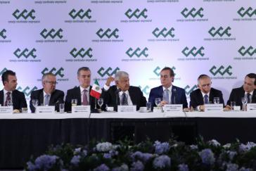 Mexikos neuer Präsident mit Vertretern des Unternehmerverbandes drei Tage nach dem Wahlsieg vom 1. Juli