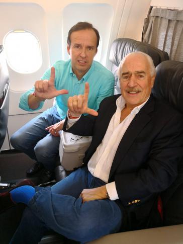 Medienwirksame Aktion: Twitter-Bild von Jorge Quiroga (links) und Andrés Pastrana auf ihrem Rückflug in der Business-Class von Kuba nach Kolumbien