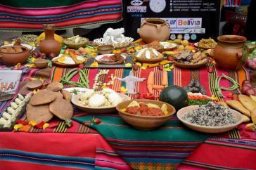Auf der Plaza San Francisco in La Paz, Bolivien, fand zum Auftakt des Aymara-Jahres am 16. Juni das weltweit größte gemeinschaftliche Essen mit traditionellen Gerichten des Landes statt