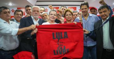 Die PT kämpft für die Freiheit ihres Kandidaten Lula da Silva. Bildmitte: Gleisi Hoffmann (links) und Dilma Rousseff