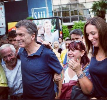 Präsident von Argentinien, Mauricio Macri (2.v.l.) und María Eugenia Vidal (re.)