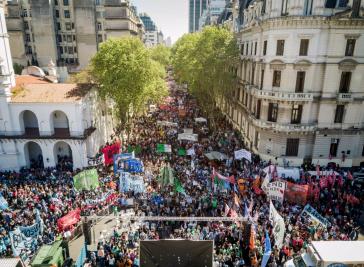 Protestzug des Gewerkschaftsverbandes CTA in Buenos Aires, Argentinien