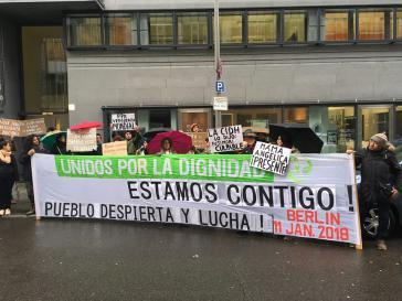 In Berlin forderten Demonstranten vor der Botschaft von Peru eine Haftstrafe für Fujimori