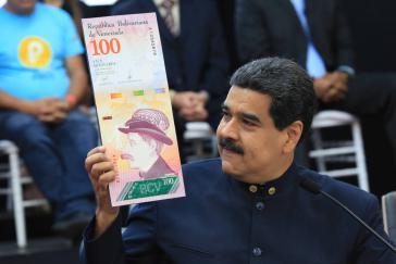 Päsident Maduro führt einen neuen Geldschein vor. - Die Währungsumstellung mache keinen Sinn, wenn das Ziel nicht gesetzt wird, die Hyperinflation zu stoppen, so Cabezas