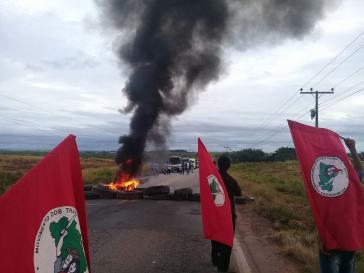 Die MST blockiert zur Unterstützung Lulas Straßen