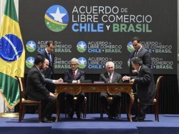 Piñera und Temer bei der Unterzeichnung des Freihandelsabkommens in Chiles Hauptstadt