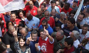 Fernando Haddad, mit rotem Lula-T-Shirt, übernimmt für die Arbeiterpartei die Kandidatur zur Präsidentschaft