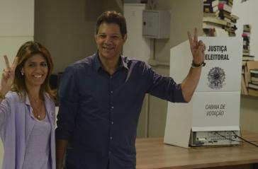 Der demokratische Kandidat Fernando Haddad von der Arbeiterpartei nach der Stimmabgabe in Indianópolis