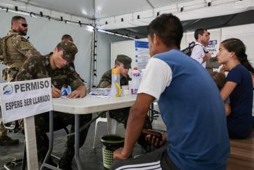 Nach Ausschreitungen gegen venezolanische Migranten hat Brasiliens Regierung mehr Soldaten in den Grenzort Pacaraima entsandt