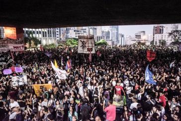 Demonstration mit mehreren zehntausend Menschen am 30. Oktober in São Paulo. Seit dem Wahlsieg Bolsonaros reißen die Proteste in Brasilien nicht mehr ab