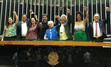 Wurde wiederholt mit dem Tod bedroht: Der Abgeordnete Marcelo Freixo von der PSOL (4. von links), hier mit seiner Fraktion im Nationalkongress