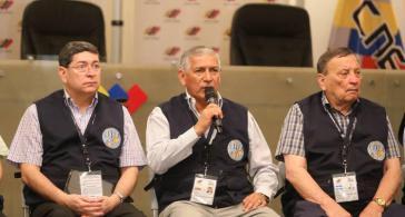 Der Präsident des Rates der Wahlexperten Lateinamerikas, Nicanor Moscoso (Mitte), bei der Pressekonferenz in Venezuelas Hauptstadt Caracas am 21. März