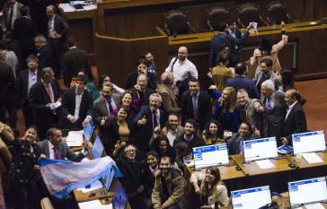 Freude nach dem Abstimmungsergebnis vom 15. September über das Gesetz über Geschlechteridentität in der Abgeordnetenkammer in Chile