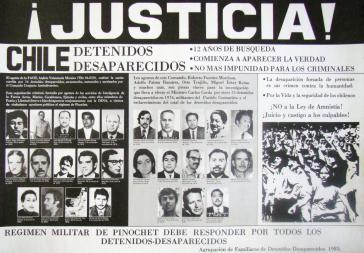 Plakat aus dem Jahr 1985. Bis heute fordern Angehörige Verschwundener in Chile Aufklärung und Gerechtigkeit