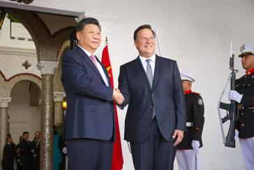 Die Staatschefs der Volskrepublik Chinas, Xi Jinping und Panamas,  Juan Carlos Varela