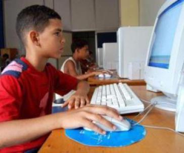 Kinder und Jugendliche haben in Kuba auch in Jugendclubs Zugang zum Internet