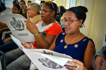 Im ganz Kuba ist die anstehende Verfassungsreform Gegenstand einer öffentlichen Aussprache, an Arbeitsplätzen ebenso wie ...