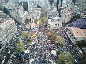 Über 500.000 Menschen kamen am Montag zum Auftakt des vierten Generalstreiks gegen die Politik der Regierung und des IWF in Buenos Aires zusammen