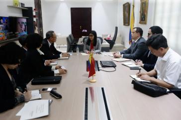 Die venezolanische Vizepräsidentin Delcy Rodríguez beim Treffen mit Vertretern der chinesischen Entwicklungsbank CDB