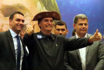Das Lachen könnte dem rechtsextremen Präsidentschaftskandidaten Jair Bolsonaro noch vergehen, sollte die Staatsanwaltschaft ihn wegen Wahlbeeinflussung durch Unternehmen anklagen