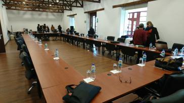 Der Verhandlungstisch in Quito war schon bereitet, dann wurde die Regierungsdelegation aber von Präsident Santos nach Kolumbien zurückbeordert