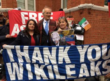 Besuch deutscher Abgeordneter bei Wikileaks-Gründer Julian Assange