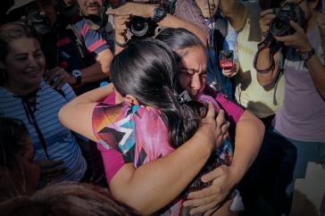 Die Freude war groß, nachdem Imelda Cortez vom Vorwurf der versuchten Ermordung ihres Kindes freigesprochen wurde