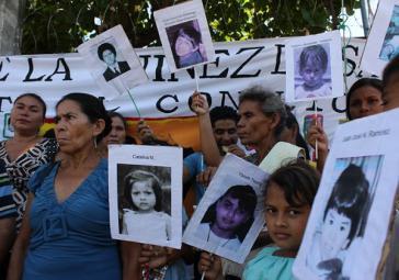 Bei Militäroperationen im Jahr 1982 verschwanden mehrere Kinder in El Salvador spurlos