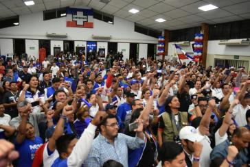 Anhänger der rechtsgerichteten Arena-Partei in El Salvador am Wahlabend