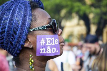 """""""Er Nicht"""" (#Ele não): Frauen in ganz Brasilien gehen gegen Bolsonaro auf die Straße, hier in Porto Alegre am 29. September"""