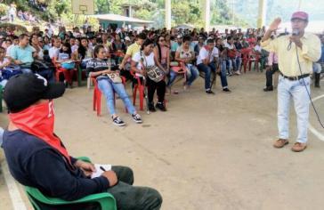 Ein Delegierter der ELN auf der indigenen Vollversammlung in Cauca, Kolumbien