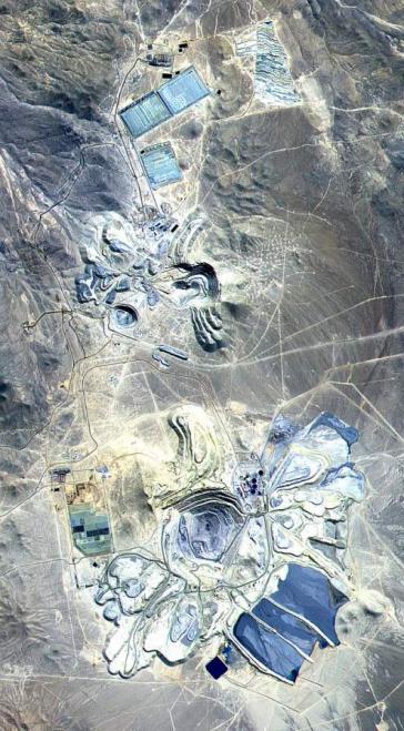 Gefärbtes Satellitenbild eines Escondida-Bergwerkes, aufgenommen von der Nasa