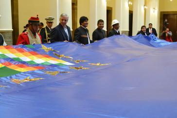 In Bolivien wird zum Nachdruck der Forderung eines Meereszugangs ein 70 Kilometer langes Banner gespannt werden