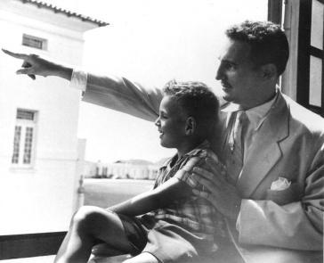 """""""Fidelito"""" in jungen Jahren mit seinem Vater Fidel Castro"""
