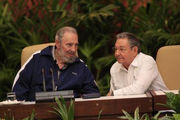 Fidel und Raúl Castro beim 6. Kongress der Kommunistischen Partei Kubas (2011)