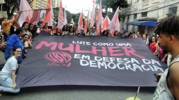 """Bei der Auftaktdemonstration des 14. WSF in Brasilien: """"Kämpfen wie eine Frau in Verteidigung der Demokratie"""""""