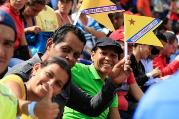 """""""Freies Land, freie Menschen"""": bei einem Treffen der Bauernbewegung mit Präsident Maduro im April nahmen auch die freigelassenen 32 Landbesetzer aus Mérida teil"""