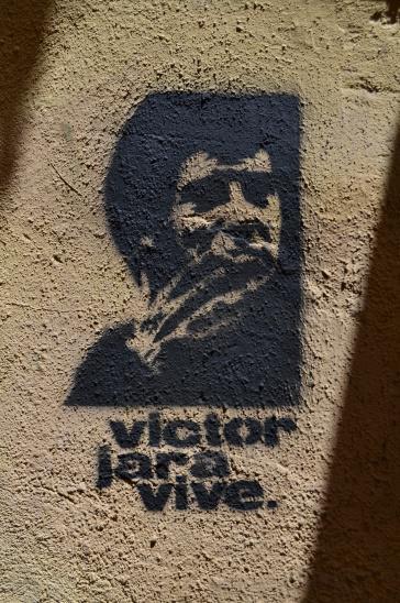 "Graffiti ""Víctor Jara lebt"" im katalanischen Ciutat Vella"