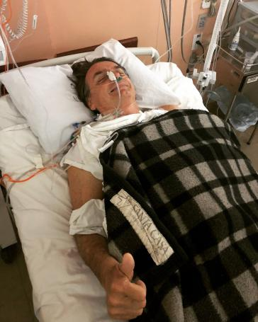Pressefoto aus dem Krankenhaus: Bolsonaro könnte das Attentat nutzen