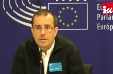 Der Koordinator des Berichts der Internationalen Überprüfungskommission für Menschenrechte in Kolumbien, Joaquín Sánchez, bei der Pressekonferenz in Brüssel (Screenshot)