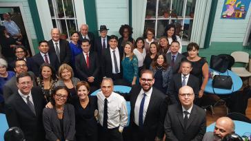 Costa Ricas neuer Präsident, Carlos Alvarado (vorletzte Reihe, Mitte) mit seinem Regierungskabinett