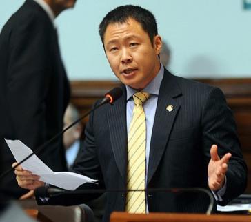 Der suspendierte Abgeordnete Fujimori während einer Rede im Kongress.