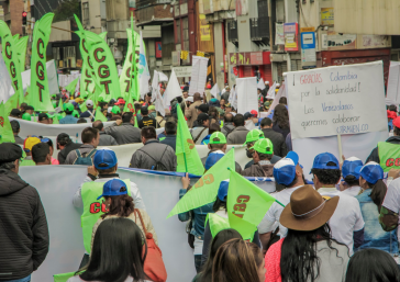 Organisierte venezolanische Arbeiter der Utraven am 1. Mai in Bogotá, Kolumbien