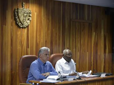 Kubas Präsident Miguel Díaz-Canel (links) bei der ersten Sitzung des Ministerrats seit seiner Wahl