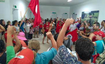 Landlose Frauen in Brasilien protestieren mit der Besetzung des  Incra-Sitzes in Florianópolis im Bundesstaat Santa Catarina gegen den Stopp der Agrarreform