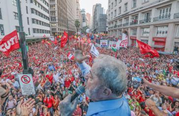 Der Ex-Präsident von Brasilien, Lula da Silva, bei der Kundgebung in Porto Alegre am Vorabend des Urteils