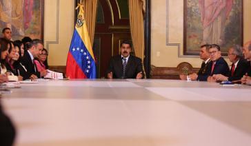 Präsident Maduro mit seinem Kabinett in Caracas, Venezuela