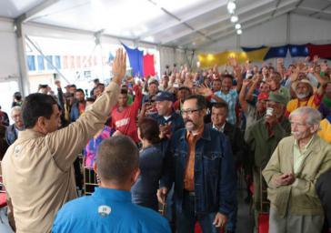 Delegierte des Bauernmarsches und Präsident Nicolás Maduro am Donnerstag im Miraflores