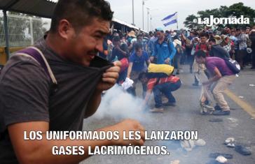Mit Trängengas ging die mexikanische Polizei an der Grenze gegen die Flüchtlinge aus Honduras vor (Screenshot)